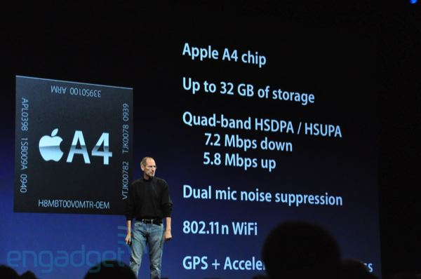 Steve Jobs prezentuje technické vybavení iPhone 4