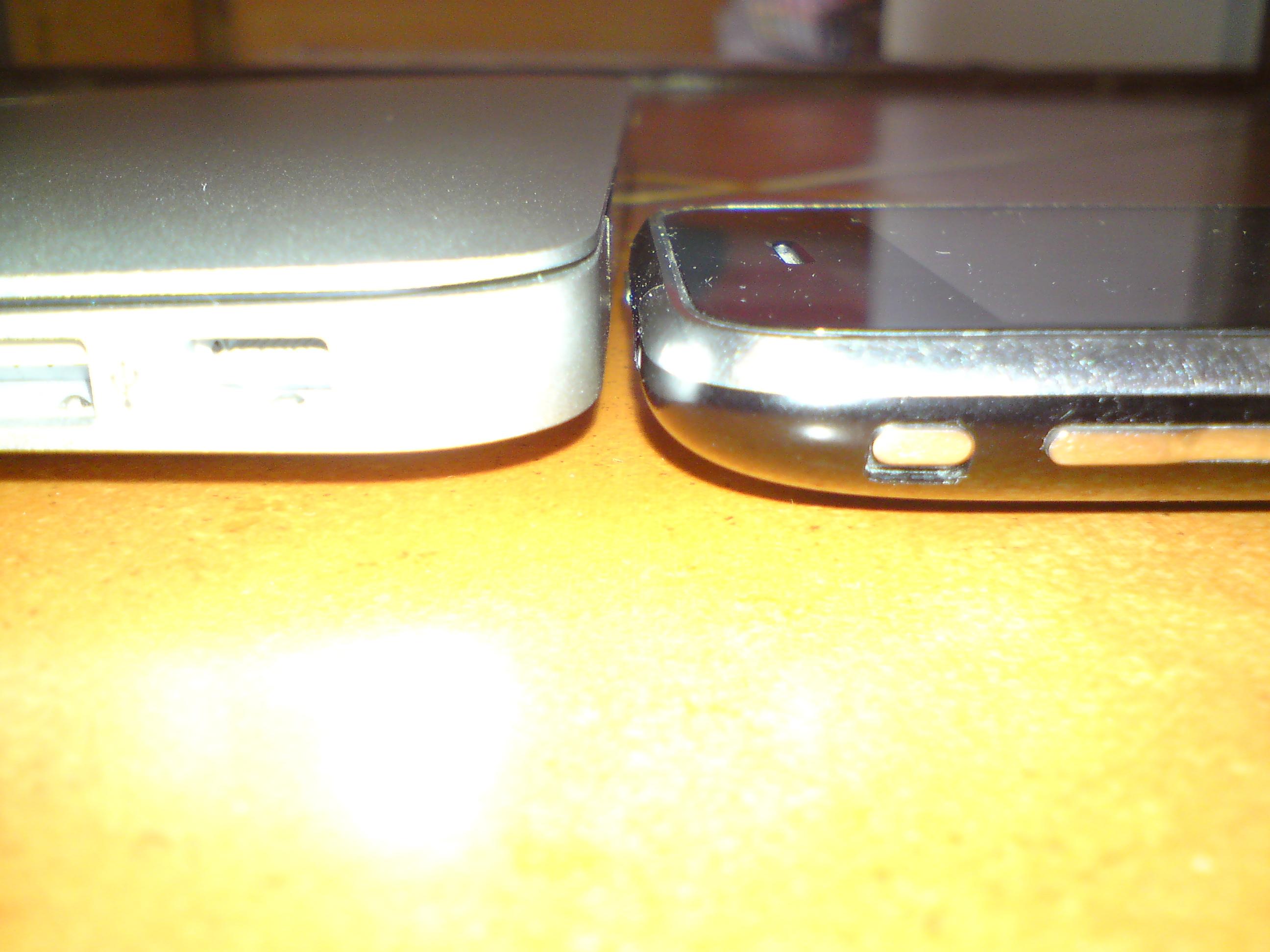 MacBook Air_porovnání s iPhonem2